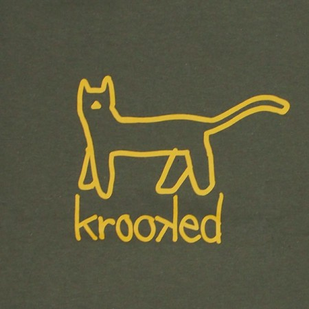 "KROOKED Tシャツ ""BIG KAT TEE"" (Military Green/Yellow)"